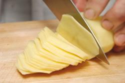 trocear la patata en rodajas