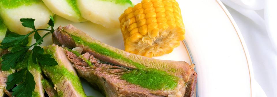 platos típicos canarios patatas y costillas