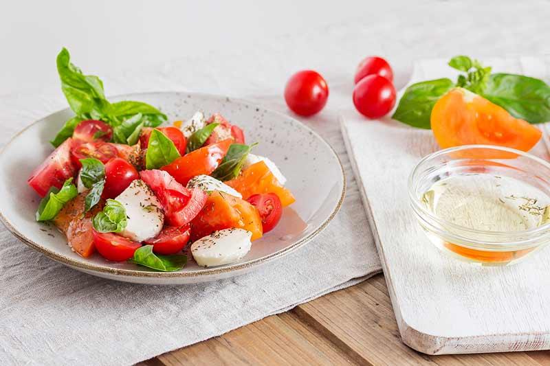 menú semanal para todas las edades tomate aliñado con queso