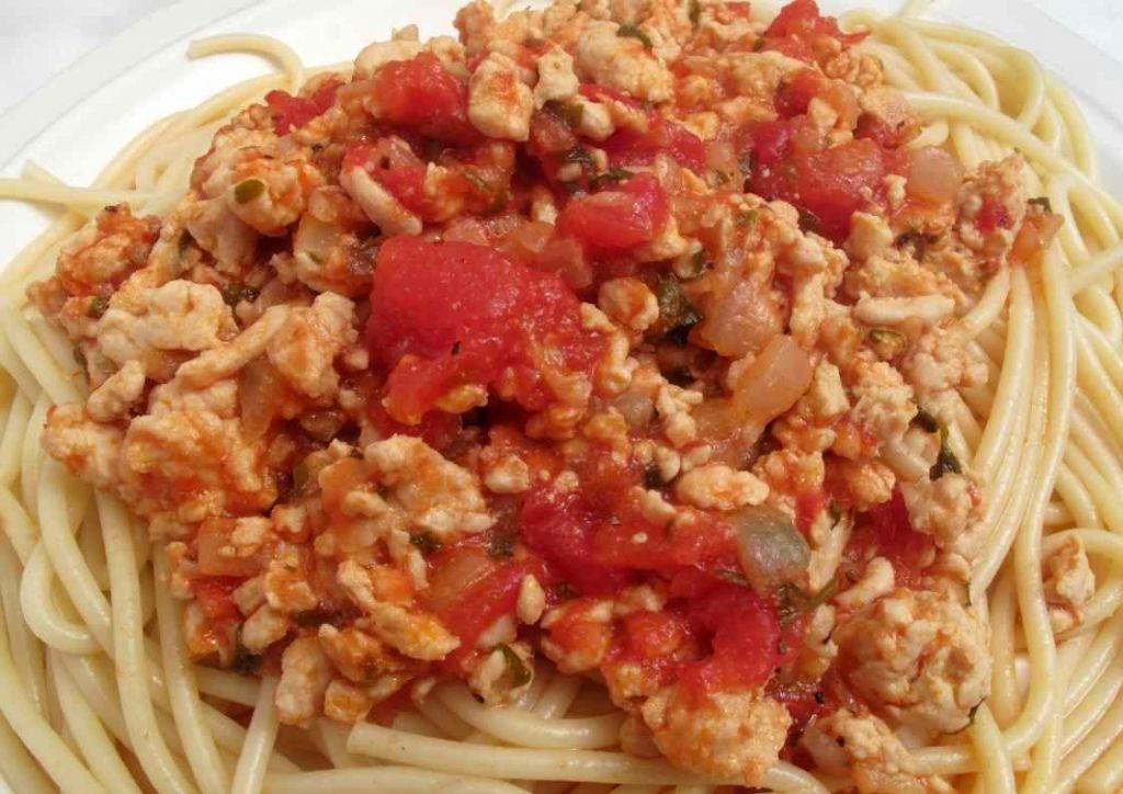 spaguettis caseros con pavo y salsa boloñesa