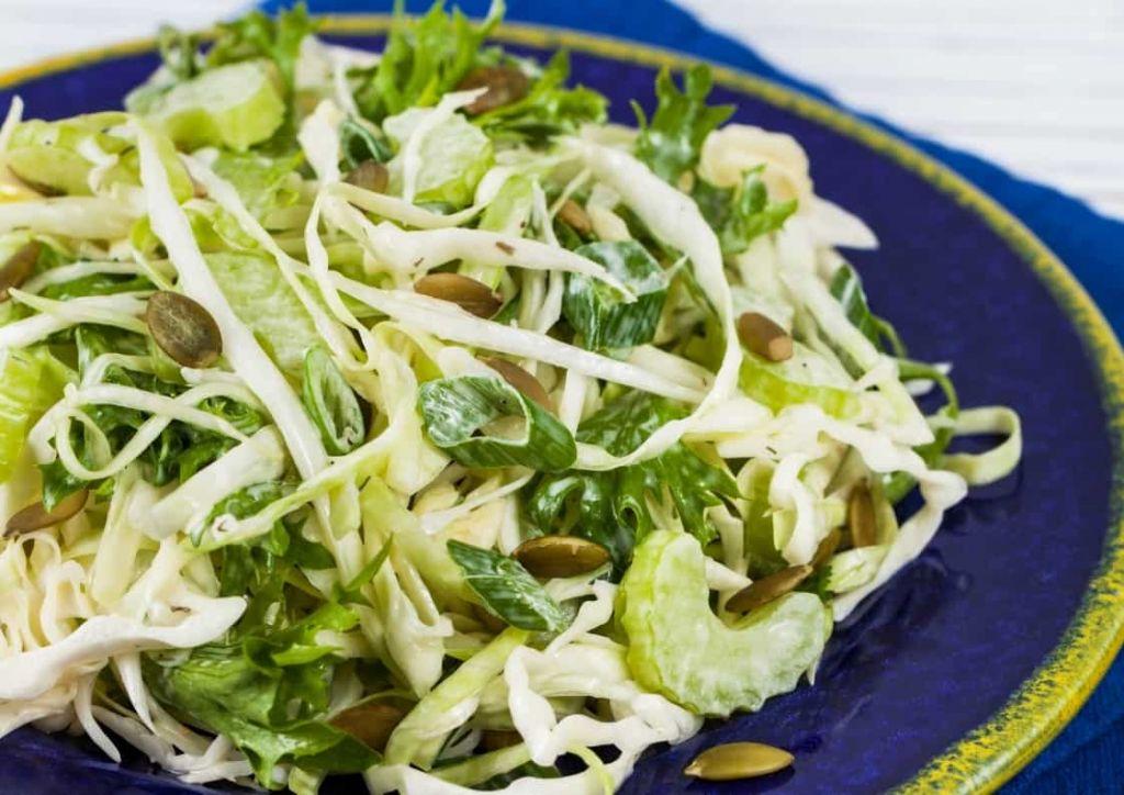 ensalada de col y verduras