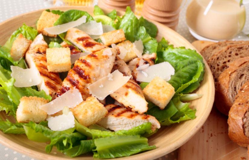 ensalada césar, ensaladas indispensables para verano